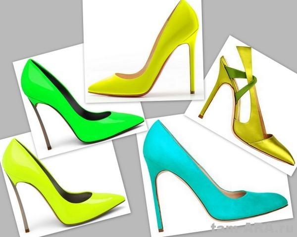 бежевые босоножки на шпильке - Обувь